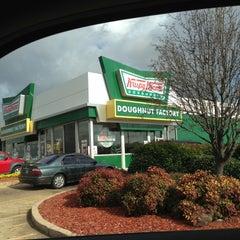Photo taken at Krispy Kreme Doughnuts by Mark📱 on 12/17/2012