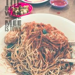 Photo taken at Koh Low Sar Hor Fun (高佬沙河粉) by Joe Goh J. on 6/20/2015