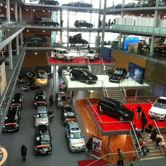 Photo taken at Mercedes-Benz Niederlassung München by Piuchu on 1/26/2013
