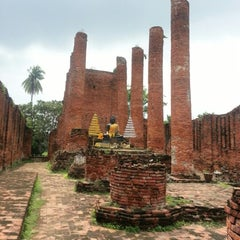 Photo taken at วัดธรรมิกราช (Wat Thammikarat) by Ying N. on 9/19/2012