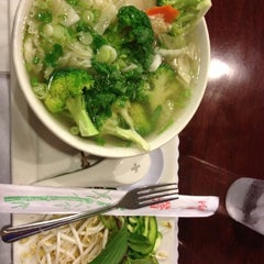 Photo taken at PHO Banh Mi & Che Cali by Paola on 10/12/2012