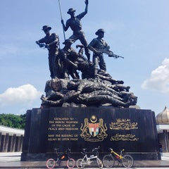Photo taken at National Monument (Tugu Negara) by ezwandy m. on 9/29/2013