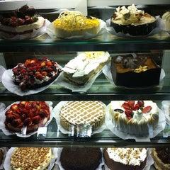 Photo taken at Richesse Confeitaria by Laíza on 10/20/2012