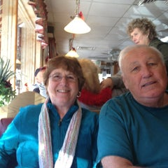 Photo taken at Paradise Restaurant by Jennifer E. on 12/21/2012