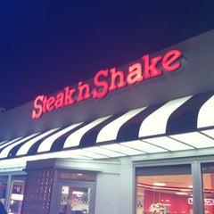 Photo taken at Steak 'n Shake by Bradley C. on 2/6/2013