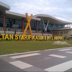 Photo taken at Sultan Syarif Kasim II International Airport (PKU) by Julia H. on 2/16/2013