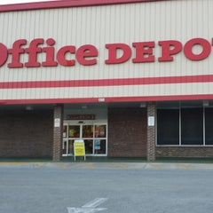 Photo taken at Office Depot by Carol Elizabeth M. on 4/11/2014