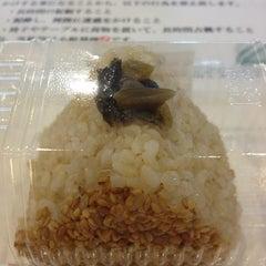 Photo taken at おむすび権米衛 品川グランパサージュ店 by 飲んで食って B. on 5/28/2013