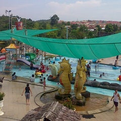 Photo taken at Water Park Top 100 by Heldi C. on 11/3/2013