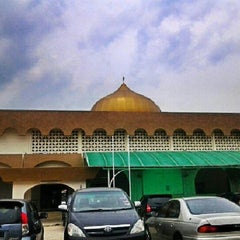 Photo taken at Masjid Al-Ridhuan by Razi S. on 9/29/2012