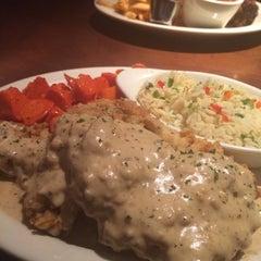 Photo taken at Charleston's Restaurant by George C. on 11/24/2014