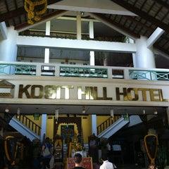 Photo taken at Kosit Hill Hotel (โรงแรมโฆษิตฮิลล์) by Jinda J. on 10/16/2012