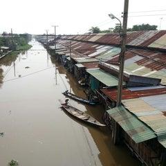 Photo taken at ตลาดคลองสวน 100 ปี (Klong Suan 100-Year-Old Market) by Anthony P. on 10/14/2012