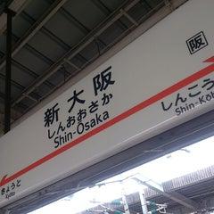 Photo taken at JR新大阪駅 21-22番ホーム by Katuyuki K. on 7/15/2013