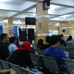 Photo taken at Kantor Imigrasi Kelas I Bandung by Lufky L. on 4/2/2015
