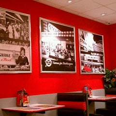Photo taken at Steak 'n Shake by Explore Kansas City on 7/13/2013