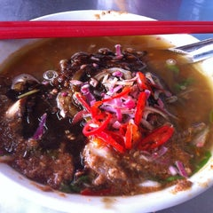Photo taken at Air Itam Asam Laksa by Candice L. on 1/9/2013
