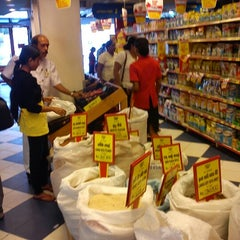 Photo taken at Food City by Ranga A. on 11/4/2012