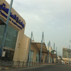 Photo taken at Amwaj Plaza | مجمع أمواج بلازا by Aiman H. on 5/12/2013