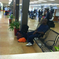 Photo taken at Greyhound Bus Lines by Jermaine on 9/24/2012
