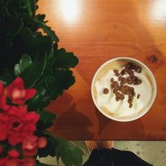 Photo taken at Blenz Coffee by Jasmine on 5/24/2015