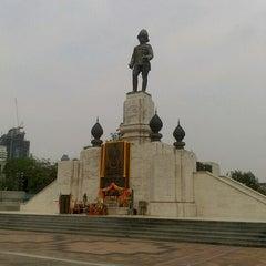 Photo taken at สวนลุมพินี (Lumphini Park) by Yuk Y. on 2/8/2013