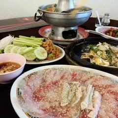 Photo taken at ทวีชัยโภชนา (Thaveechai Restaurant) by Perth N. on 4/26/2015