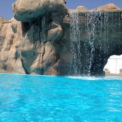 Photo taken at Sunset Beach Resort | منتجع شاطئ الغروب by Ramzi H. on 7/6/2013