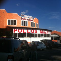 Photo taken at Pollos Mazatepec Borzani by Quique V. on 10/21/2012