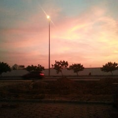 Photo taken at King Abdulaziz Road | طريق الملك عبدالعزيز by Rawda F. on 7/5/2013