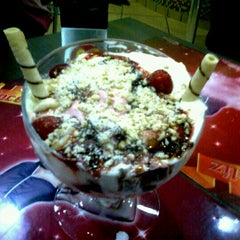 Photo taken at Sorveteria Nosso Sabor by Lays F. on 11/3/2012