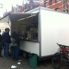 Photo taken at Hamburgerkraam De Stokke by Michaël on 12/15/2012