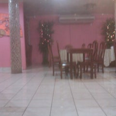 Photo taken at Star City Chinese Restaurant by Kareem C. on 12/25/2012