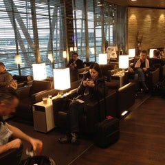 Photo taken at SWISS Business Class Lounge by Esther v. on 11/7/2012