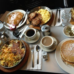 Photo taken at Thomas's Ham 'N' Eggery Diner by Troy S. on 2/23/2013