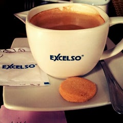 Photo taken at EXCELSO Café by Rio R. on 1/27/2013