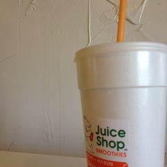 Photo taken at The Juice Shop by Aliss G. on 5/18/2014