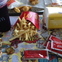 Photo taken at McDonald's by Kátia F. on 12/6/2012