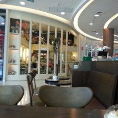 Photo taken at Bangkok Plaza (บางกอก พลาซ่า) by KiviApple on 11/22/2012