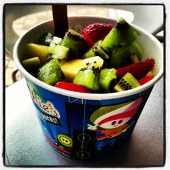 Photo taken at Menchie's Frozen Yogurt by Marcus H. on 10/13/2012