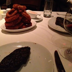 Photo taken at Fleming's Prime Steakhouse & Wine Bar by min h. on 10/30/2014
