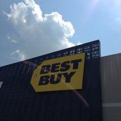 Photo taken at Best Buy by Arnulfo Jr R. on 7/5/2013