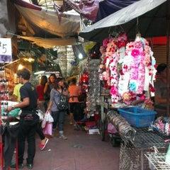 Photo taken at สําเพ็ง (Sampheng) by Ratchawat P. on 11/23/2012