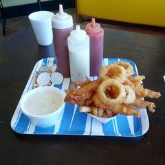 Photo taken at Harbor Fish and Chips by Yoshiyuki on 10/21/2012
