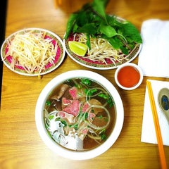 Photo taken at Good Noodle Restaurant by Felicity L. on 2/4/2014