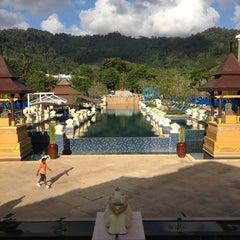 Photo taken at Khaolak Seaview Resort & Spa (เขาหลักซีวิวรีสอร์ทแอนด์สปา) by Сергей П. on 8/19/2013