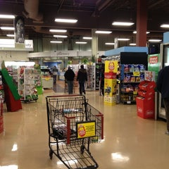 Photo taken at Giant Eagle Supermarket by Best-Made Shoes on 12/12/2012
