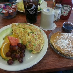 Photo taken at Blueberry Hill Breakfast Cafe by Tamara on 4/8/2013