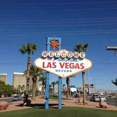 Photo taken at Welcome To Fabulous Las Vegas Sign by Jean-Frederic L. on 10/14/2012
