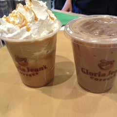 Photo taken at Gloria Jean's Coffees by Yaz on 4/10/2013